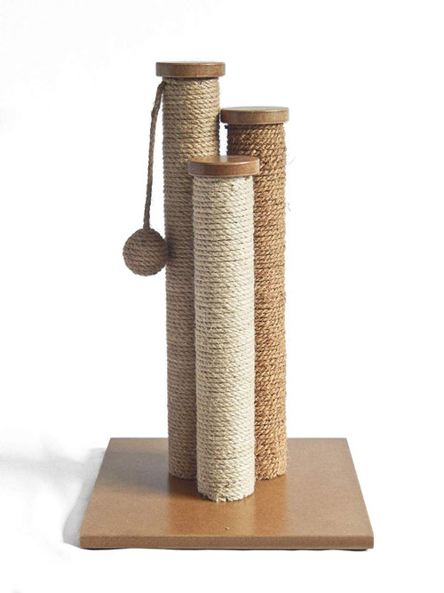 Triple pillar scratching post